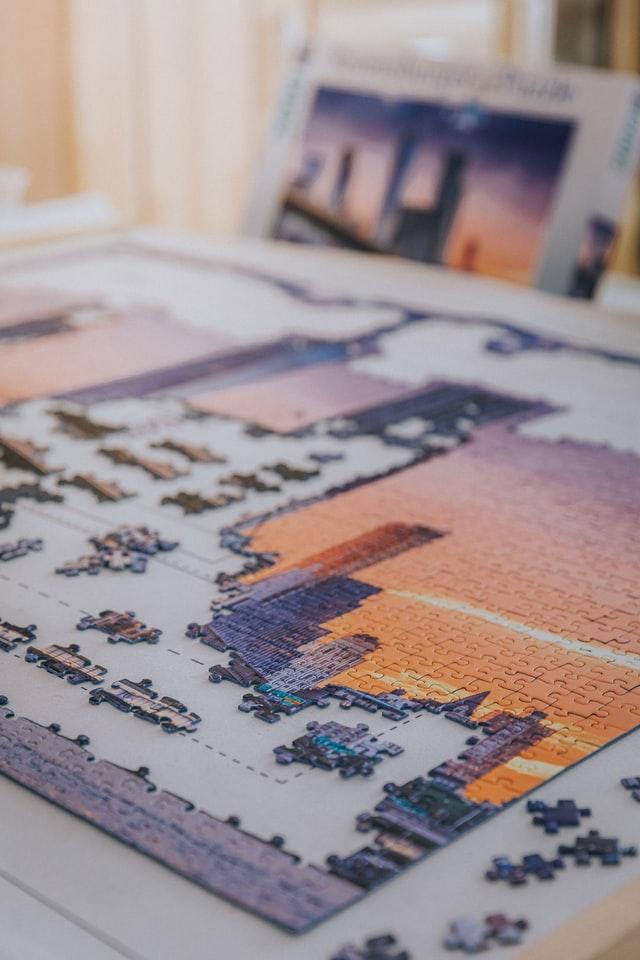 obrazek z puzzli
